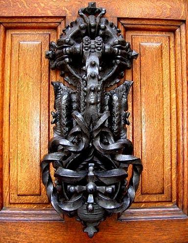 Gaudi designer casa calvet fer forg marteau de la - Marteau de porte d entree ...
