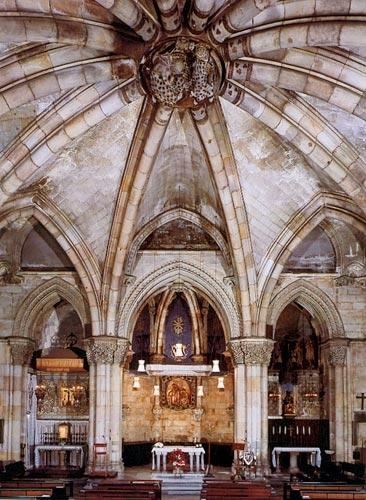 Gaudi designer sagrada familia album crypt 39 s for Interior sagrada familia