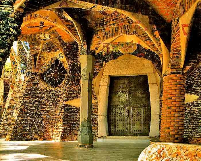 Colonia Güell / Hierro forjado / Puerta principal de la cripta de