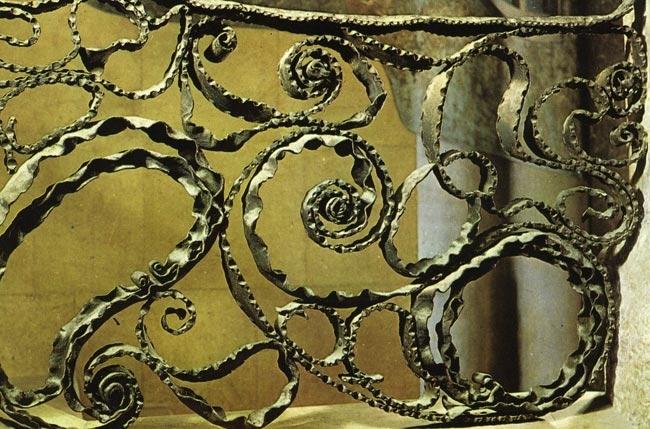 Gaudi Designer :: Casa Mila > Wrought Iron - Paseo de